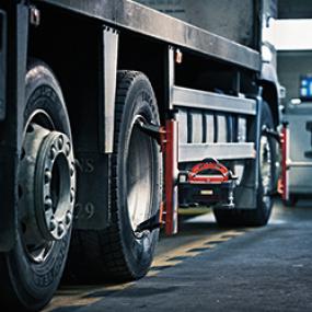 Kuorma-autojen renkaiden ja akseleiden suuntaus