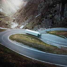 Paranna polttoainetaloutta Volvo Trucks Rengashuollon avulla