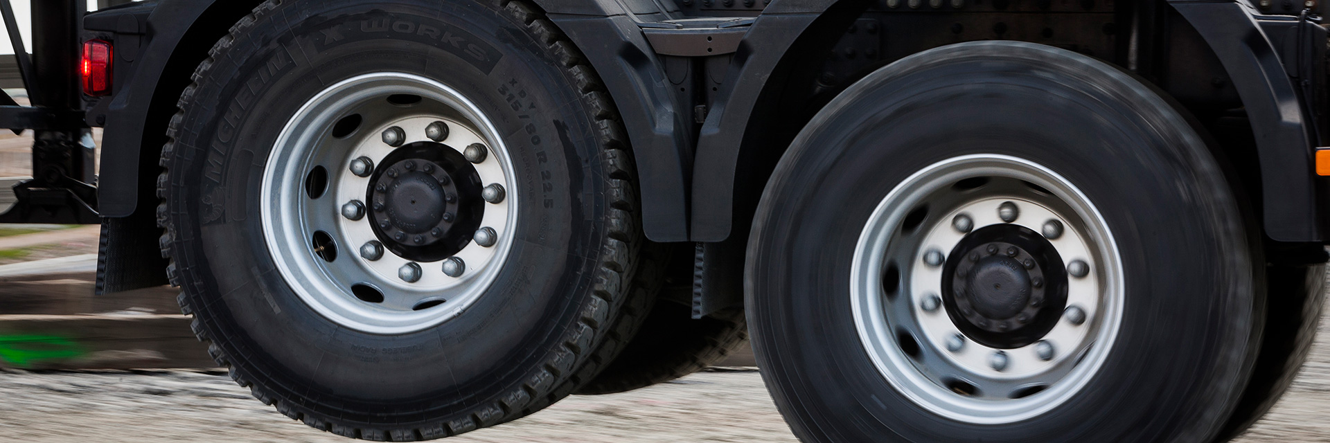Raskaan kaluston rengaspalvelu Käyttöautossa